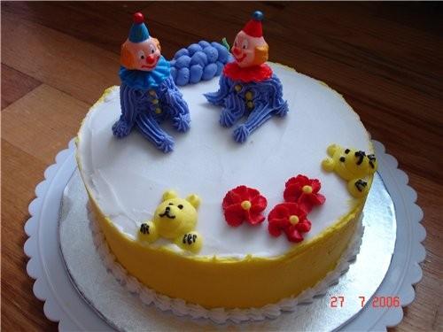 А вот еще несколько тортиков, украшенных этим кремом Это был просто тренировочный для домашнего пот...