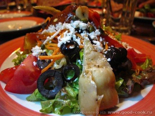 Итальянский салат с рукколой и помидорами