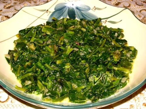Полезно,вкусно,диетично)можно так же добавить пару слегка взбитых венчиком яиц и залить шпинат-полу...