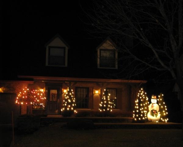 Ну что, начну показ уличных украшений домов к Рождеству - 6