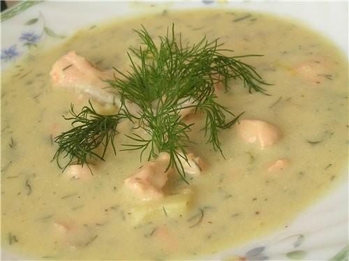 Картофельный крем-суп с пореем и лососем
