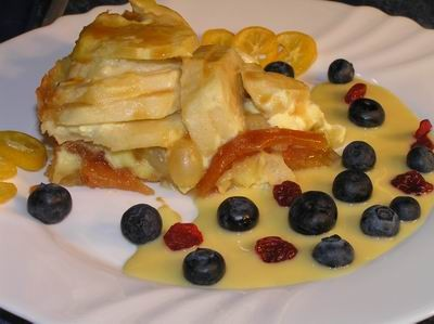 Пирог с айвой, виноградом и яблоками Тесто: Смешать в миске 230 г