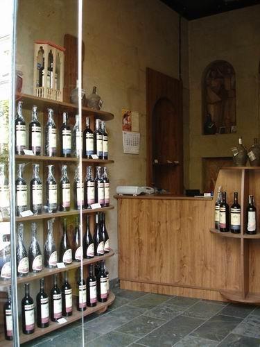 Это - вход в офис знаменитой компании САМЕБА, производящей хорошие грузинские вина - 2