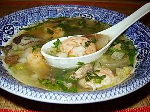 Острый суп с креветками и гребешками с тайской ноткой (*12 ) 3 л рыбного бульона 10 крупных сырых к...