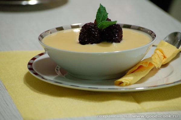 Девы, несу вам вариант сервировки панакотты - с миндальным английским кремом и ягодами - 3