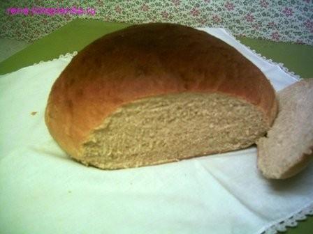 Вот такой хлеб домашний на половину белой и наполовину цельнозерновой муки