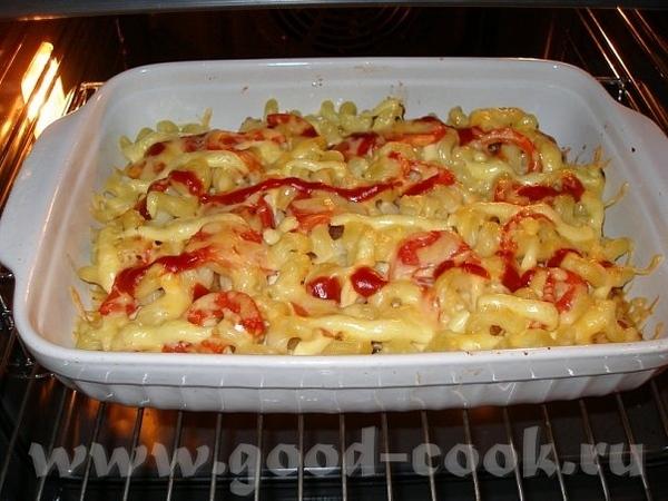 Запеканка из макарон и курицы Куриное филе, репчатый лук, отваренные макароны, 1 помидор, твердый с...
