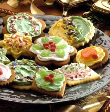Урашения готовыми конфетами и цукатами