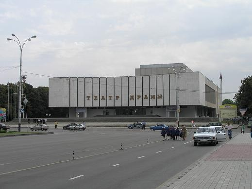 В городе есть театр Драмы Музыкальный театр, руководитель Юрий Григорович