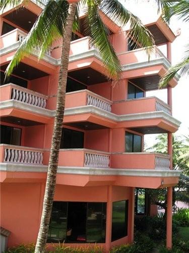 отдыхали мы в отеле Ката Бич Резорт,один из немногих отелей Пхукета,построенных прямо на берегу,ну... - 2