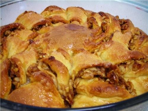 Девчата, я тут на выходные сваяла Скрученный пирог с орехами и медом