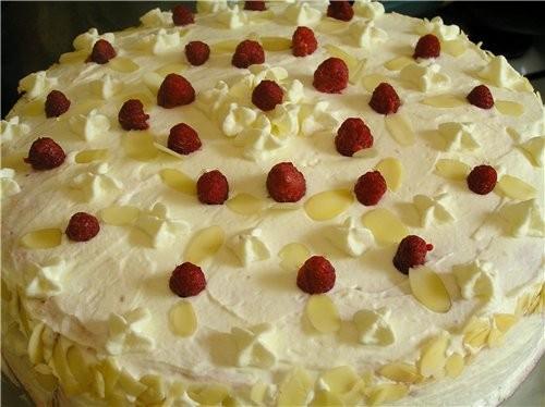 Торт-рулет с малиной Маковый торт с вишней Черно-белый торт с мандаринами