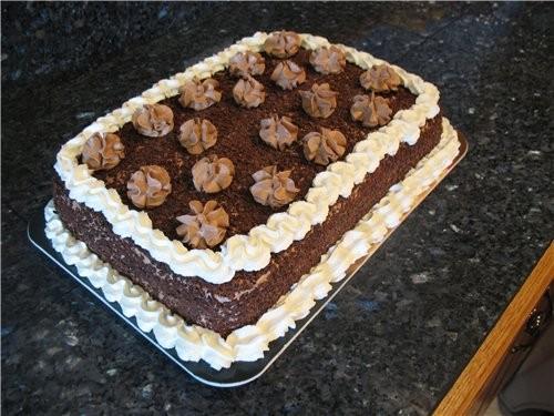 Вот такой простенький тортик пекла мужу на день рождения