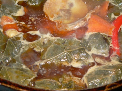 Таджикская Долма Это пока ещё в казане: А это уже готово: Варим густой суп: Мясо(лучше кости с мясо...