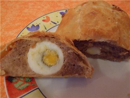 Мясной рулет в слоённом тесте 700 г подготовленного фарша 3 варёных яйца 2 пластинки слоённого тест...