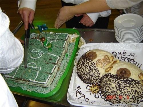 Вот хочу показать тортики, которые я пекла моему знакомаму на Юбилей - 4