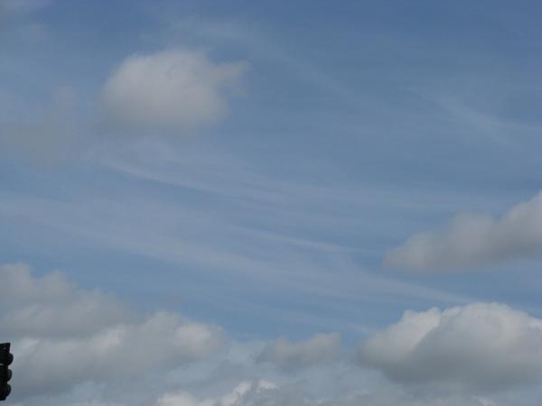 Хочу еше вам показать немного Калифорнийского неба, очень красивого с необычными оттенками синевы