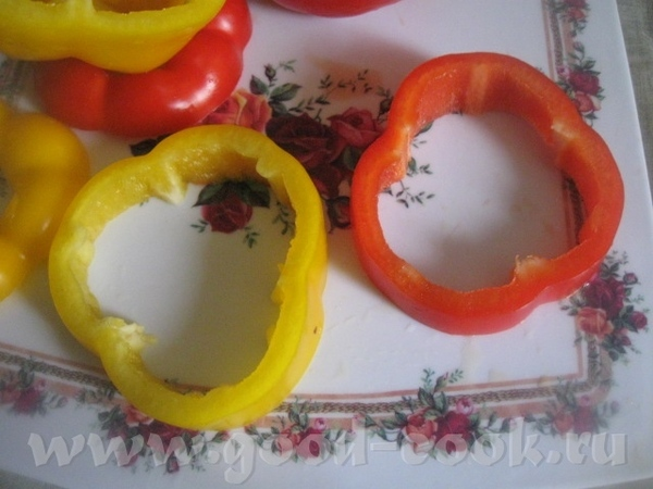 Нарезаем кольцами болгарский перец - 2