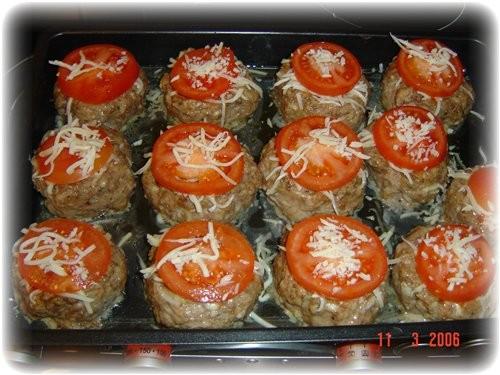 а я делала от Neposedka Гнёзда из фарша и помидоров это они так выглядели до духовки это после 10 м... - 2