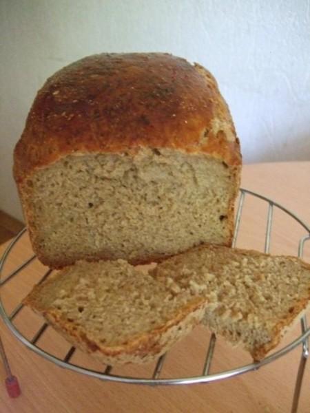 и я с хлебом фотка не очень, а хлеб - СУПЕР