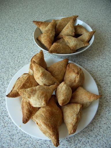 Испекла я сегодня пирожки: спанакопитаки (начинка из шпината) и тиропитаки(сырная начинка) В идеале...