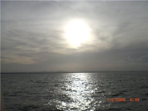 А теперь просто несколько фотографии с пояснениями и без: восход или закат на озере вот по таким до...