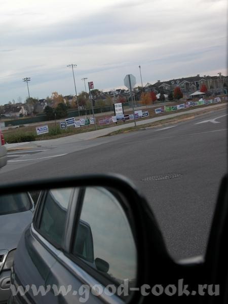 А ето мы уже приближаемся к месту выборов Вот такие знаки говорят нам куда ехать А на парковке рядо...