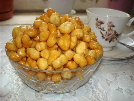 ЧЭК-ЧЭК (ОРЕШКИ С МЕДОМ) 500гр муки 5 яиц 50гр молока 10-15гр сахара Чуть соли и соды 450-500гр мед...