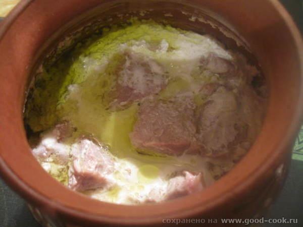 В процессе запекания, молоко, соединившись со сметаной, несколько створаживается, что легко устраняется, при помощи обы...