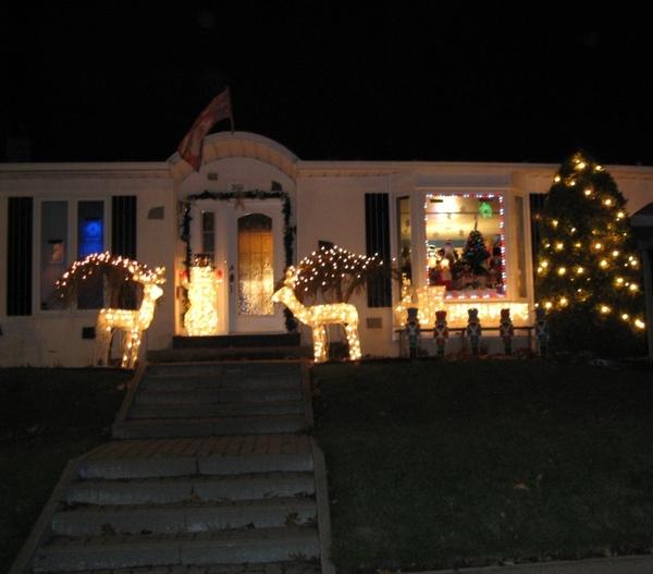 Ну что, начну показ уличных украшений домов к Рождеству - 4