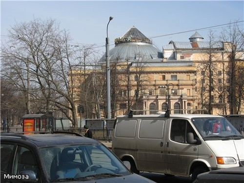 Вид на здание бывшего Народного дома, ныне - здание Мюзик-холла Вот что написано о комплексе зданий...