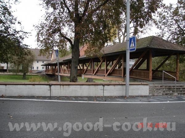 вон там за железным мостом есть ещё один деревянный вот мостик на последок а вот щас пойдём в центр... - 4