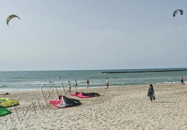 Чтобы почувствовать морскую душу города, лучше всего пройтись вдоль берега, вдохнуть соленый и терп...
