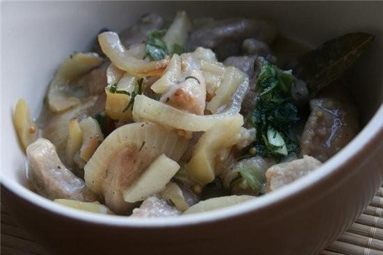 Свиная вырезка, тушенная с яблоками свинина с кедровыми орешками свинина,тушеная с капустой