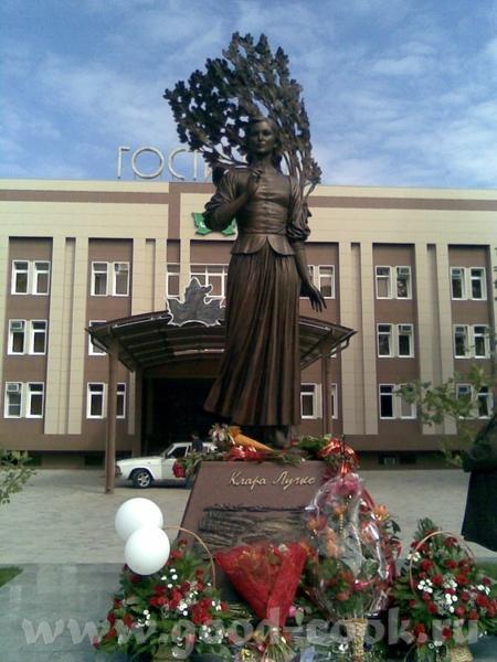 Собор Александра Невского Памятник Кларе Лучко - 3