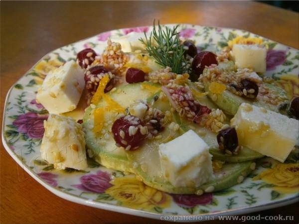 Салат из кабачков с кунжутом, клюквой и Адыгейским сыром