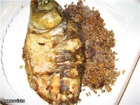 КАРП В ПИВЕ 1 свежий карп (весом около 1 кг) 2 крупные луковицы 4 веточки сельдерея 50 г оливкового...