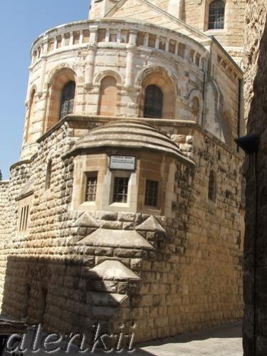 Узкие высокие стены как будто расступились перед нами, и появилась церковь, удивительно похожая на... - 3