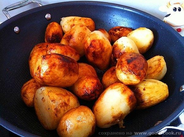 Рецепт прост: обжариваем картофель целиком, вынимаем откладываем посыпаем солью; обжариваем мясо, солим мясо и посыпаем... - 4