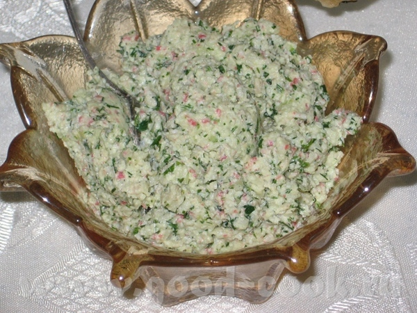 Начну с первого этапа празднования : Салат из зеленой редьки с жаренным луком и шкварками - 4