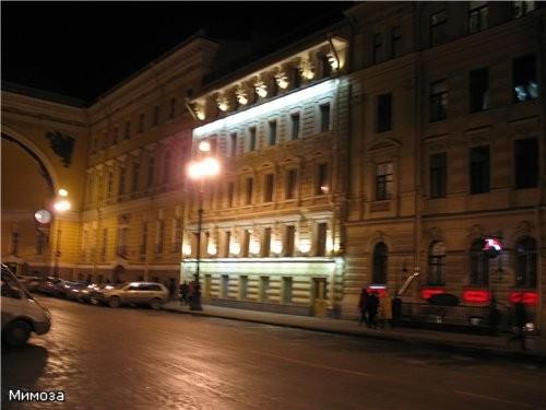 Арка Главного штаба - сворачиваем на Дворцовую площадь Крайний правый дом полностью И вот уже видна... - 5
