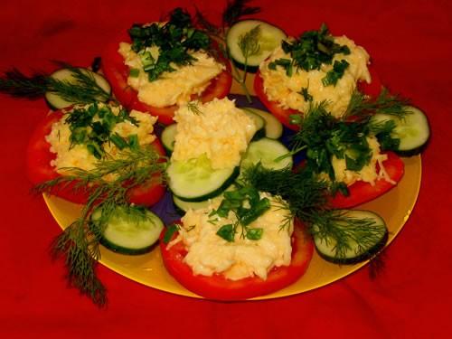 Рыба в томате с белым вином помидорки с сыром и чесночком и бутербродики с икрой и форелью - 2