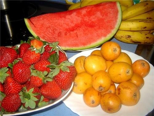 Ну и часть овощей, фруктов с базара пока нет времени печь сладкое, купили готовое: булочки с шокола... - 2