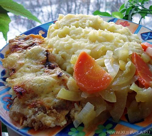 Cегодня у нас было картофельное пюре с запеченой рыбкой , и с закуской из зеленых помидор