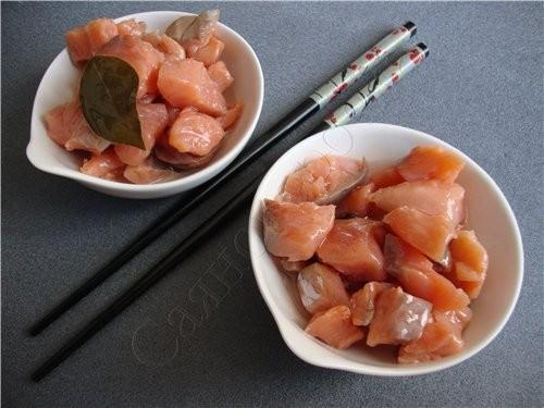 Малосольная семга филе семги 1 литр воды 10 столовых ложек соли 5 столовых ложек сахара 4 шт