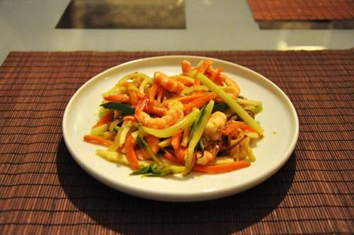 Креветки с овощами по-тайски