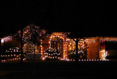 Мне очень нравится, как украсили эти соседи - простая элегантность: - 2