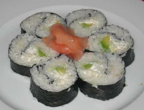 Даю суши-маки Только что, буквально от стола С крабовым мясом С авокадо и крем-чизом С икрой, попыт... - 2