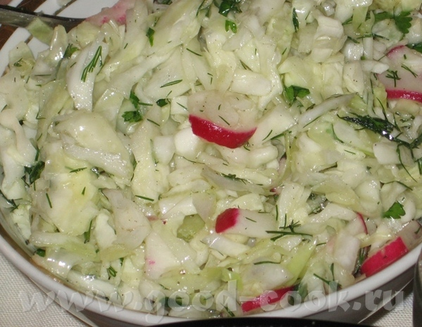 И снова пятничный ужин, ханукальный: (масло, много масла ) Капустный салат обыкновенный, с редиской... - 3
