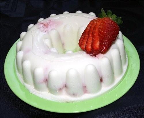 """Сделала вчера """"Угат гвина кара"""" Холодный творжный тортик с клубникой"""